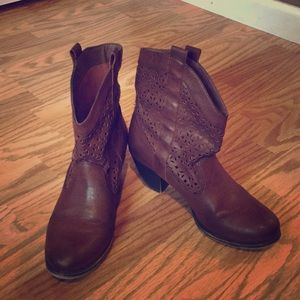 Ankle-high cowboy boots